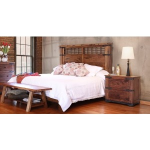 Parota King Platform Bed & Nightstand Set