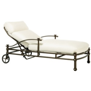 Adjustable Chaise w/ Loose Cushion