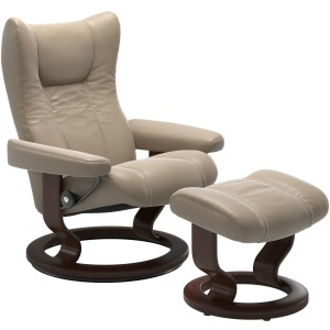 Wing (M) Classic chair with footstool - Cori Fog w/Brown