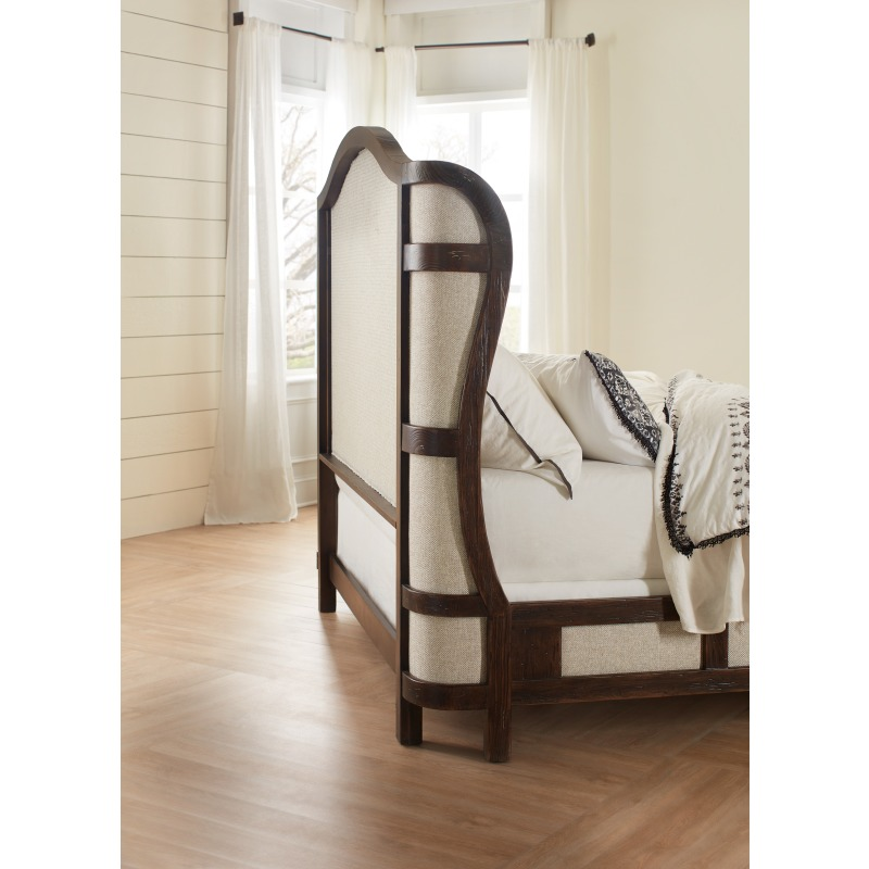 Roslyn County King Deconstructed Uph Panel Bed Room