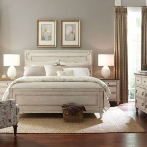 Southbury Panel Queen Bed