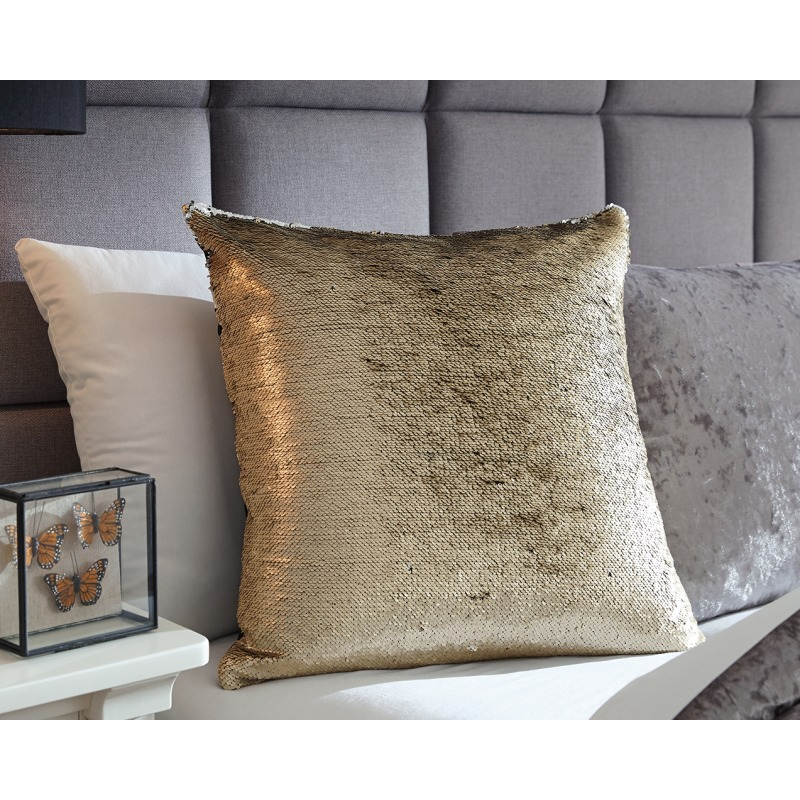 Maxandria Pillow