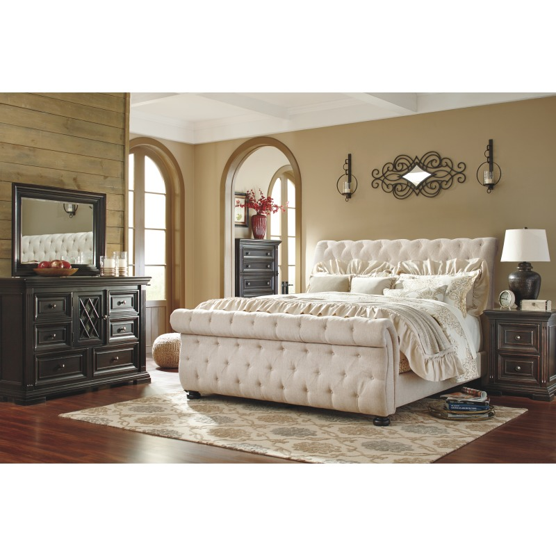 Willenburg Queen Upholstered Sleigh Bed