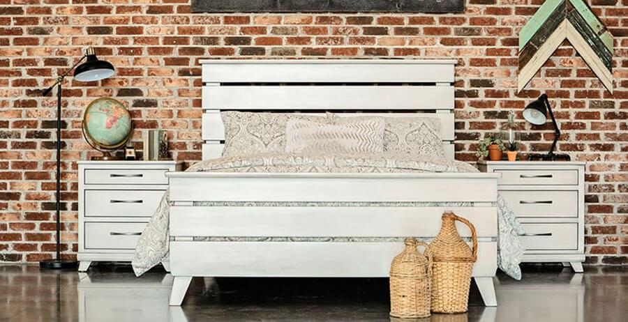 Oakwood traditional handcrafted bedroom set