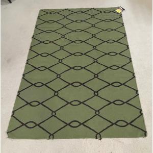 Area Rug 5x7 Green w/ Black Diamond Pattern