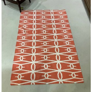 Area Rug 5x7 Coral w/ White Pattern