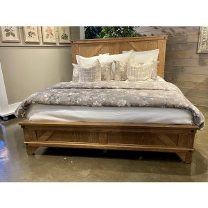 Cedar Lakes King Bed