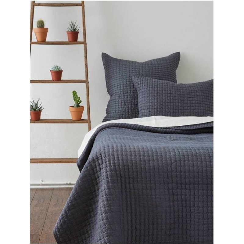 Teaberry Lane - Catalina Quilt - Queen